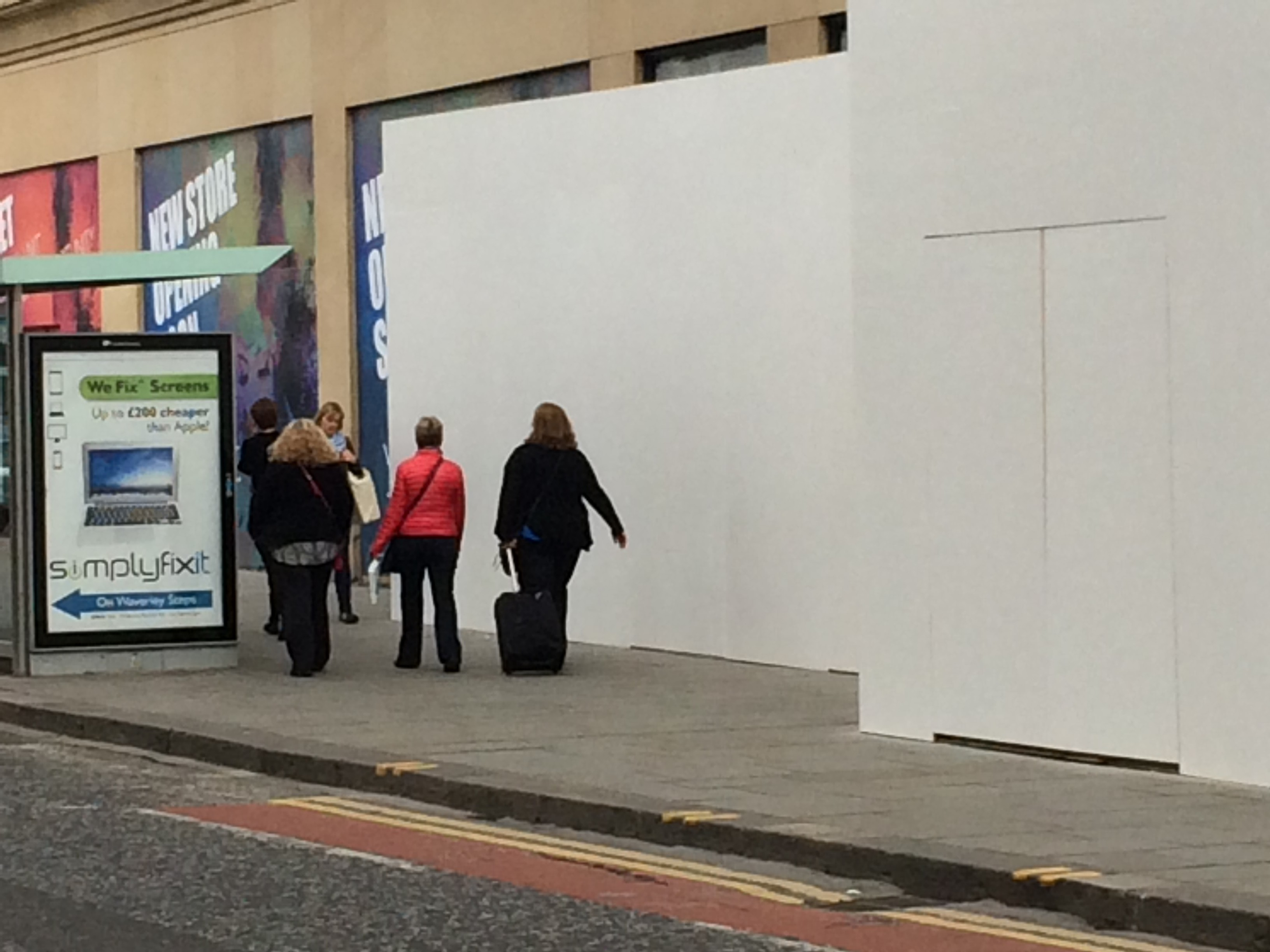 Image of the SimplyFixIt advert outside the Apple store on Princes Street Edinburgh